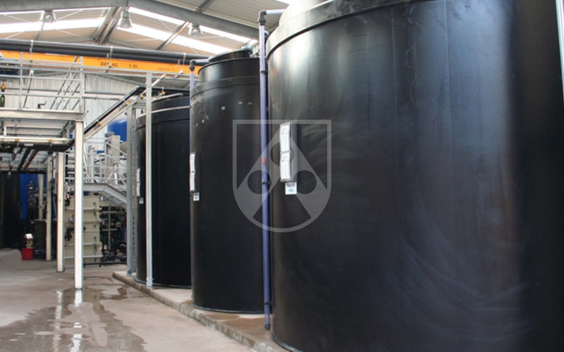 Roechling-Industrial-Watertreatment-tank-Polystone-G-black-web